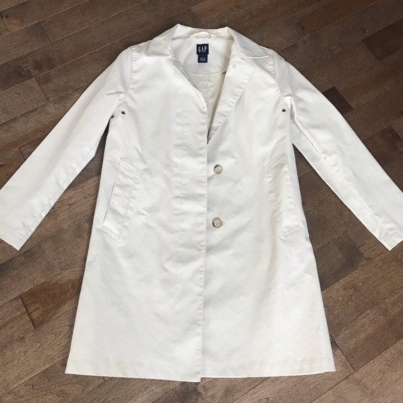 GAP trench coat. XS.